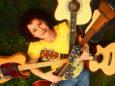 Zuzana Suchánková je sloveská folk bluesová speváčka a gitaristka.