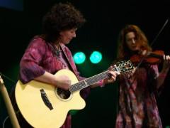 Zuzana Suchánková je slovenská folk bluesová speváčka a gitaristka