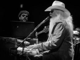 Rockový búrlivák Leon Russell zomrel vo svojom dome v Nashville.