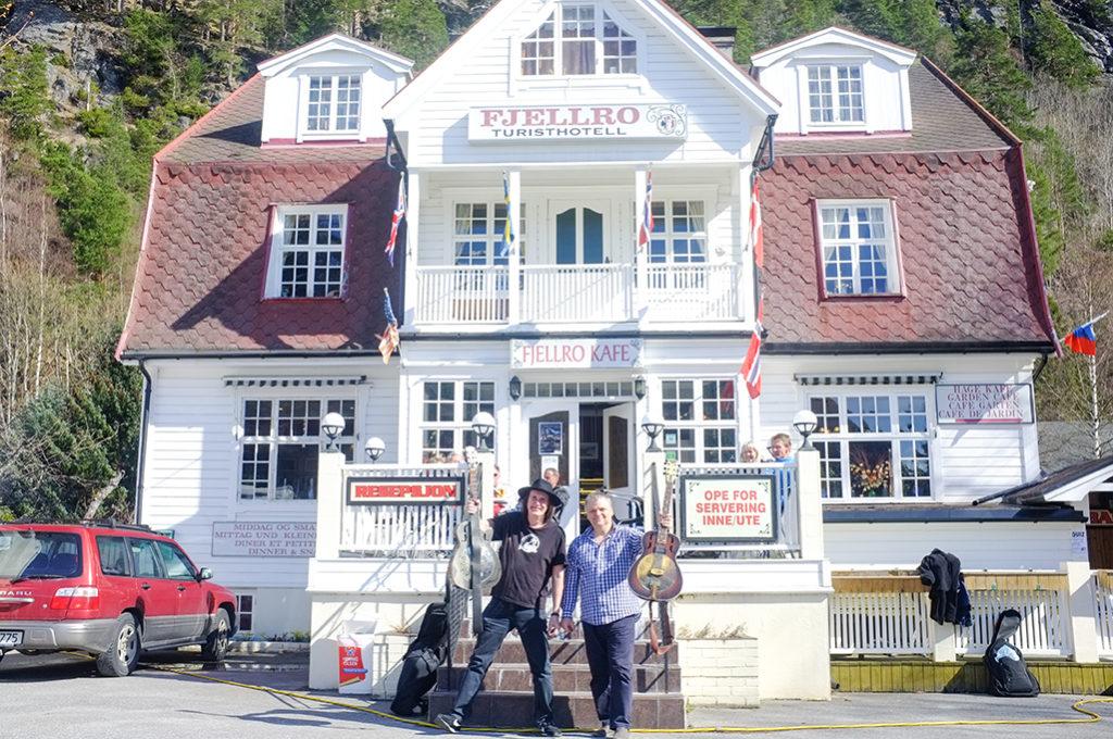 Sloveskí bluesmani Ľuboš Beňa a Bonzo Radvány na Fjellro Blues Festivale 2017 v Nórsku