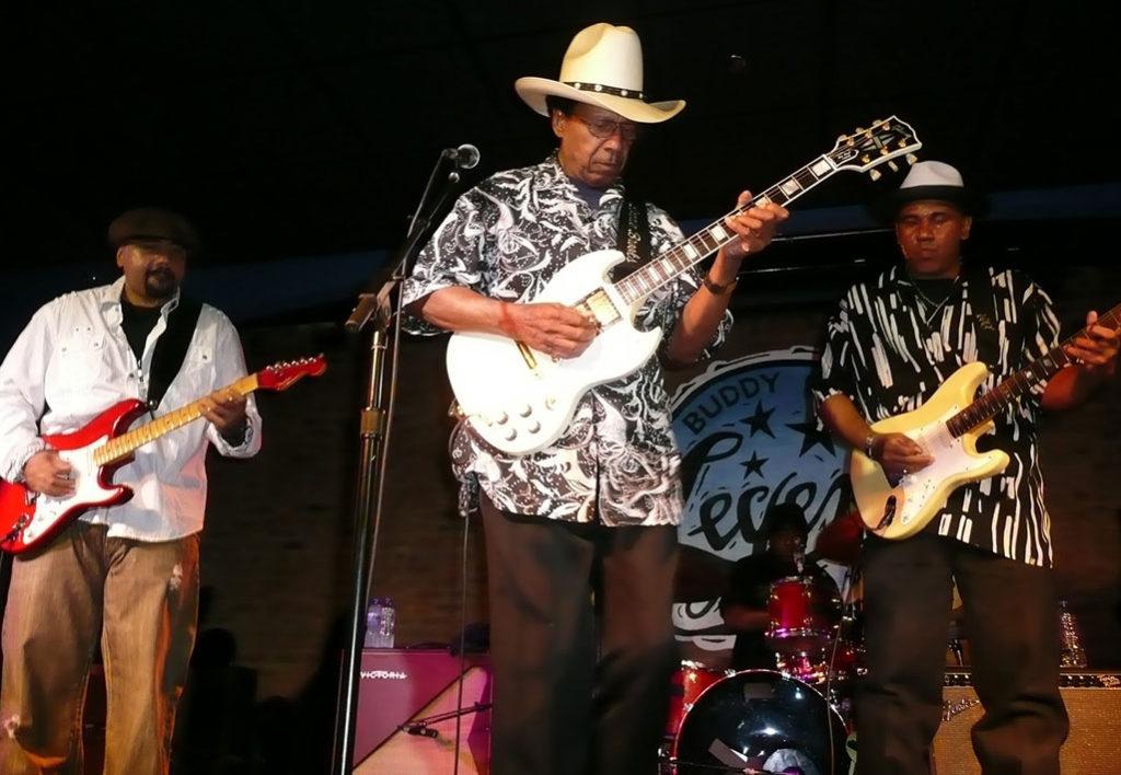 Lonnie Brooks, ktorého roku 2010 uviedli do Bluesovej siene slávy
