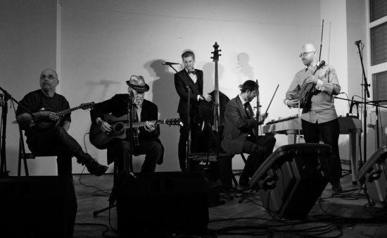 Dav id Evans a cimbálová muzika Kosár