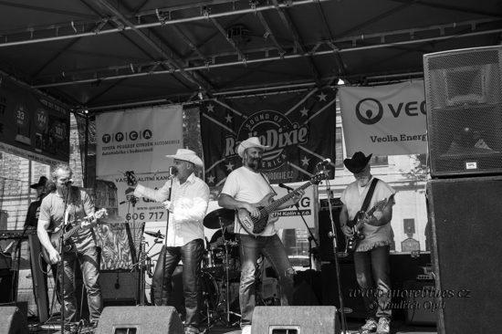 V Kolíne vystoupili jižani z Plzně Na Starý Kolena Band