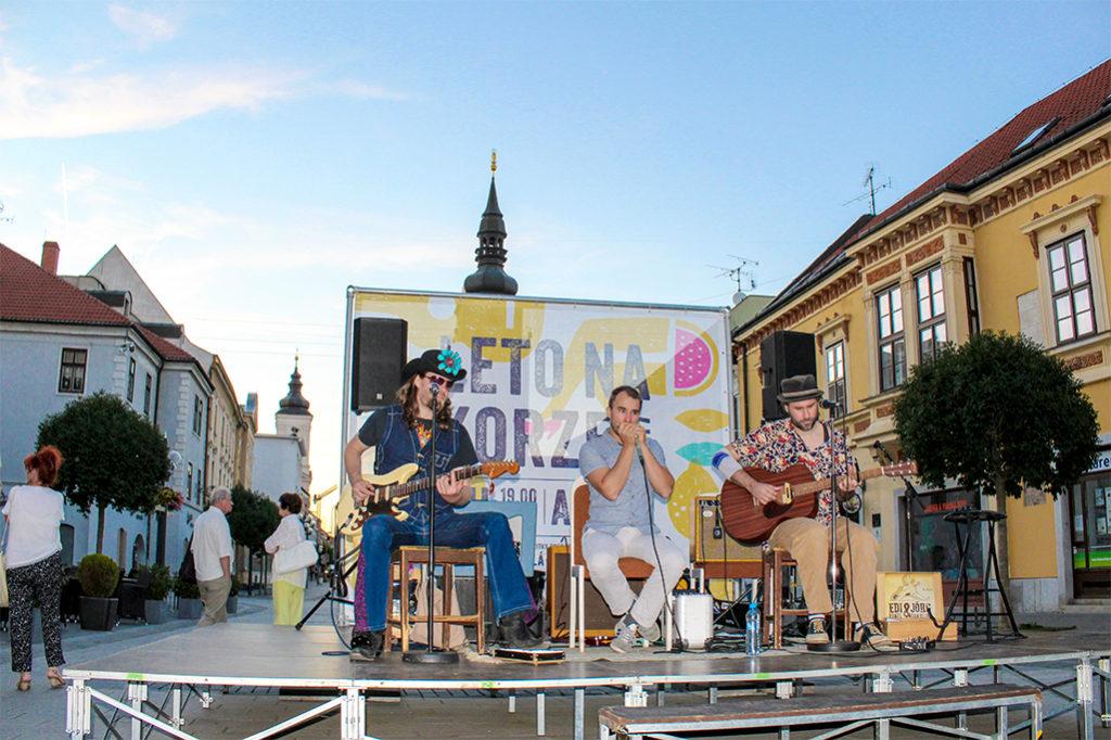 Bluesmani Edi Fenzl, Jörg Danielsen a Juraj Schweigert zahrali v Trnave na Korze