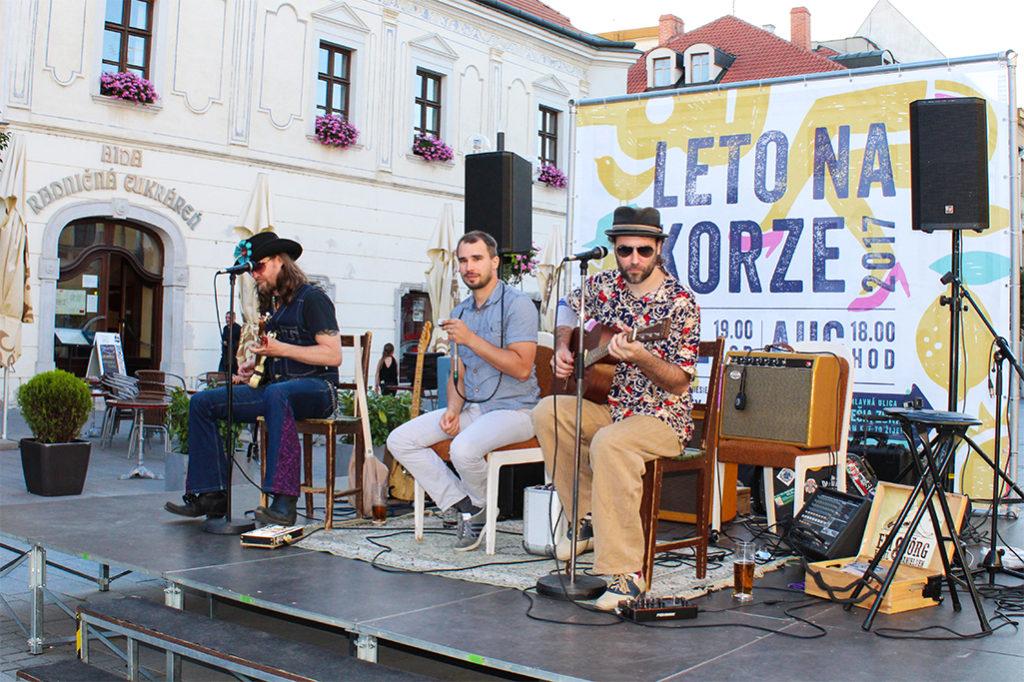 Bluesmani Edi Fenzl, Jörg Danielsen a Juraj Schweigert účinkovali v Trnave na Korze