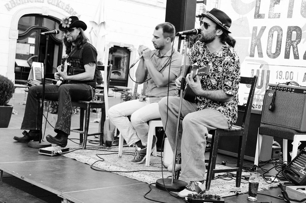 Bluesmani Edi Fenzl, Jörg Danielsen a Juraj Schweigert v Trnave na koncerte Leto na Korze