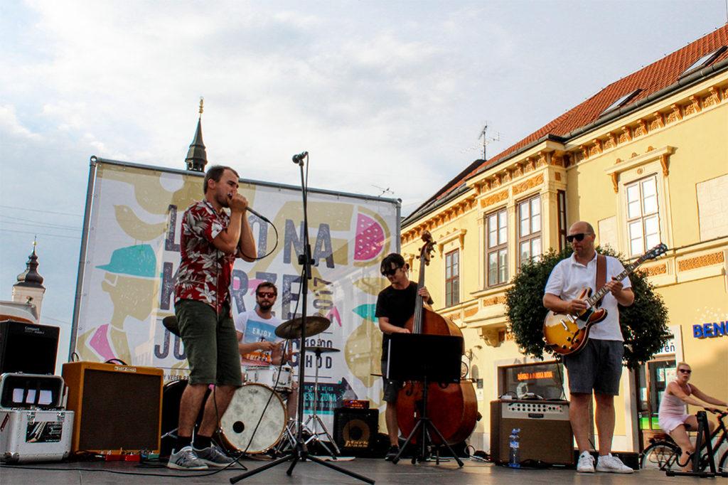 Reportáž z koncertu Juraj Schweigert & The Groove Time v Trnave v rámci trnavského podujatia Leto na Korze 2017