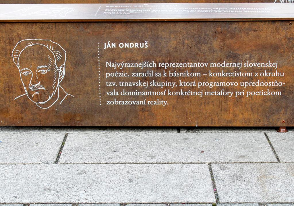 Lavička s portrétom vynikajúceho básnika Jána Ondruša
