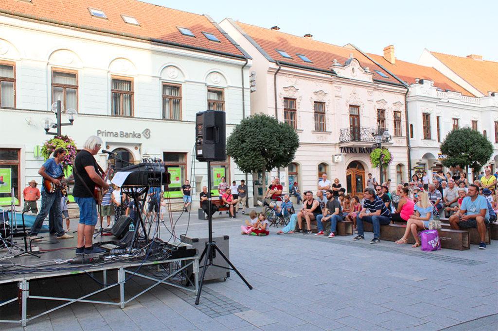 Trnavská bluesová kapela Bluesová Svokra zahrala v Trnave na Leto na Korze 2017