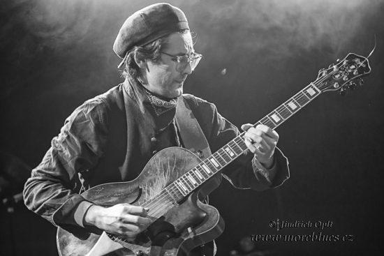 Konečně k nám dorazil do Prahy další z bluesrockových velikánů Jonny Lang
