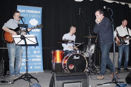 V Trnave v Music a Café sa konal Modrý štvrtok s Gwynom Ashtonom