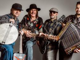 Slovak Blues Project založil v roku 2015 slovenský bluesman Ľuboš Beňa a spája v ňom rôzne generácie slovenských bluesmenov