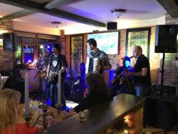 Hudobná rozlúčka so starým rokom 2017 v reštaurácii Srdiečko v Skalici