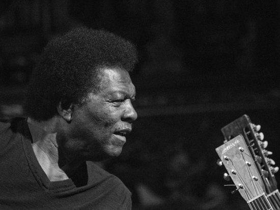 Zomreli dvaja afroamerickí bluesmeni Terry Evans a Preston Shannon