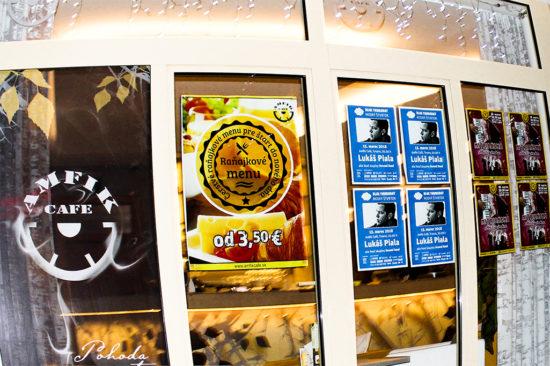 Dňa 15. marca 2018 sa v Amfik Cafe v Trnave konal Modrý štvrtok s Lukášom Pialom