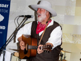 Amfik Café Modrý štvrtok v Trnave vystúpil Willie Jones ako hosť kapely Second Band