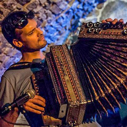 Miro Buzrla hráč na heligónku