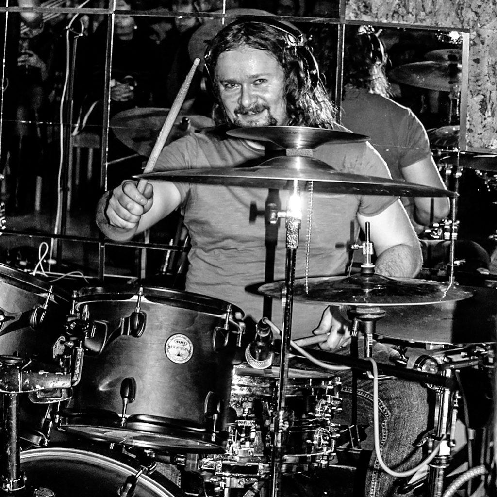 Americký gitarista Neila Zaza predviedol rockovú smršť v Seredi