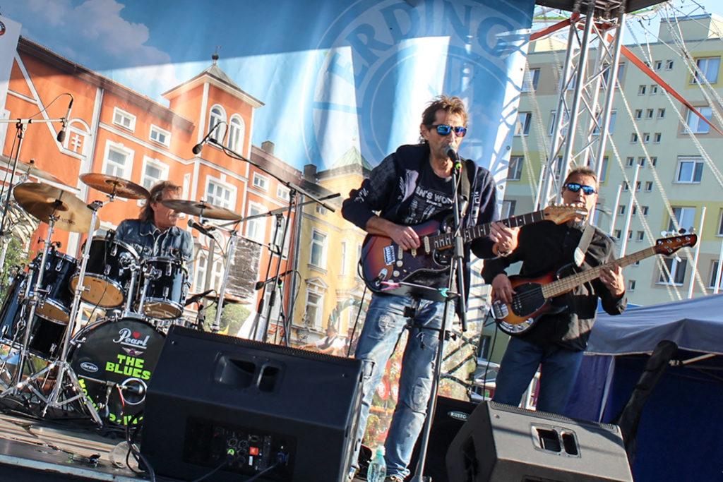 Trnavská skupina Bluesová svokra hrala Trnafskom Októberfeste 2019