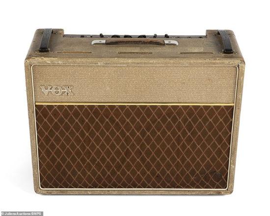 Ex-basgitarista Bill Wyman skupiny The Rolling Stones rozpredáva svoju zbierku
