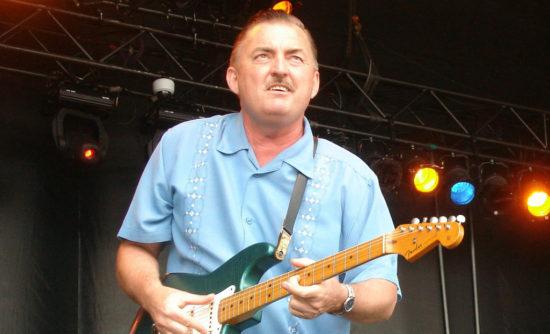 Bluesový gitarista Charlie Batty