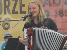 Koncert tria Petry Börnerovej na trnavskom korze.