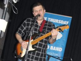 SEcon Band hrávajú v Trnave na akcii Modrý štvrtok
