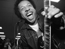 Lonnie Brooks, ktorého roku 2010 uviedli do Bluesovej siene slávy Blues Hall of Fame