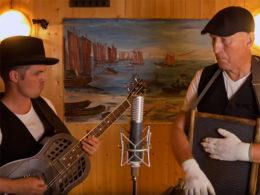 Kopecký a Sosna natočili skladbu Ericu Claptonovi