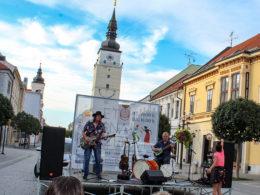 V Trnave v rámci projektu Leto na korze 2018 zahrali Ľuboš Beňa & Bonzo Radványi