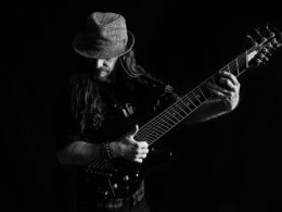 Peter Luha slovenský multižánrový gitarista a spevák