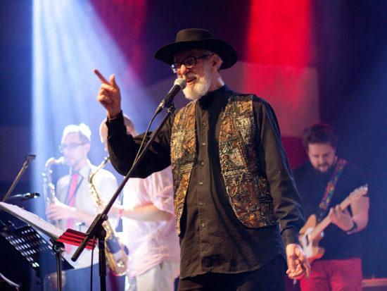 Zemřel kytarista, spěvák a bluesman Bobby Houda